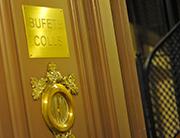El bufete de abogados de Barcelona Bufet Colls tiene sus oficinas en el 2º piso de un edificio del Eixample barcelonés en la calle Roger de Llúria 119